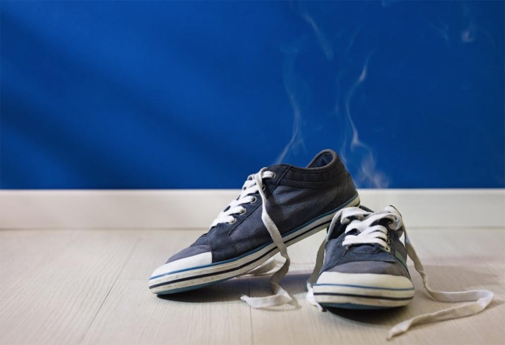 средства избавления от неприятного запаха в обуви.