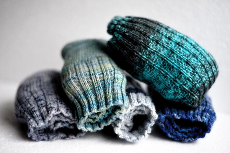 В холодную погоду наденьте тонкие шерстяные носки