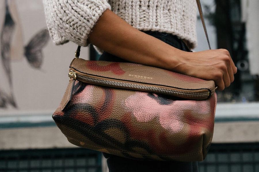 Обратите внимание на цвет своей сумочки и обуви.