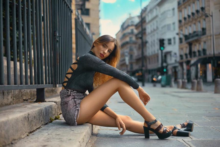 Мини - повод продемонстрировать красивые ножки.