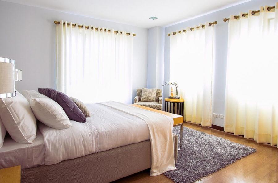 Выбирая шторы на люверсах, берите запас 10 см.