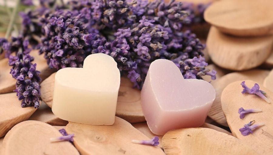 Душистое мыло, в форме сердечек на день влюбленных.