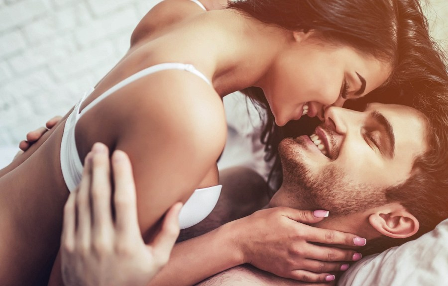 влюбленная пара романтика после свадьбы